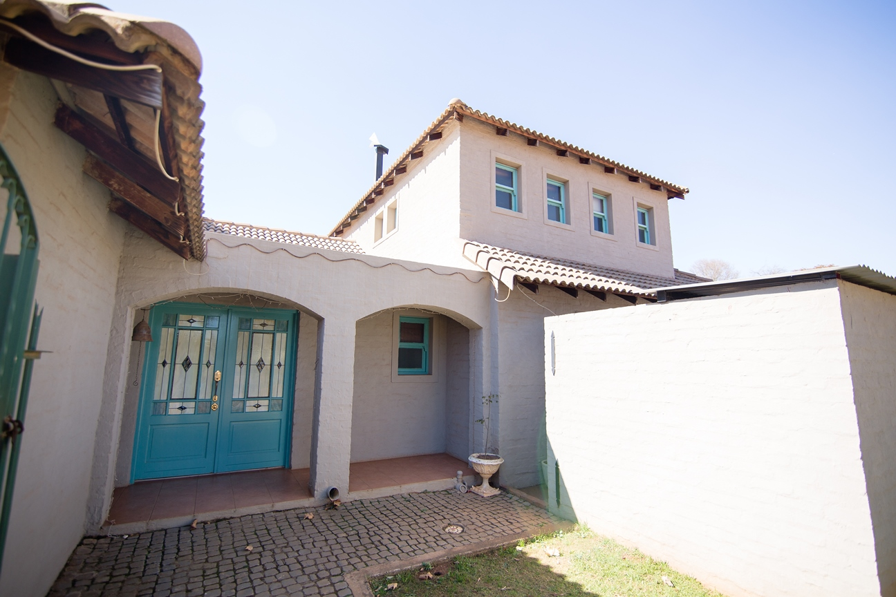 ZH308_Home_in_Dullstroom__14_