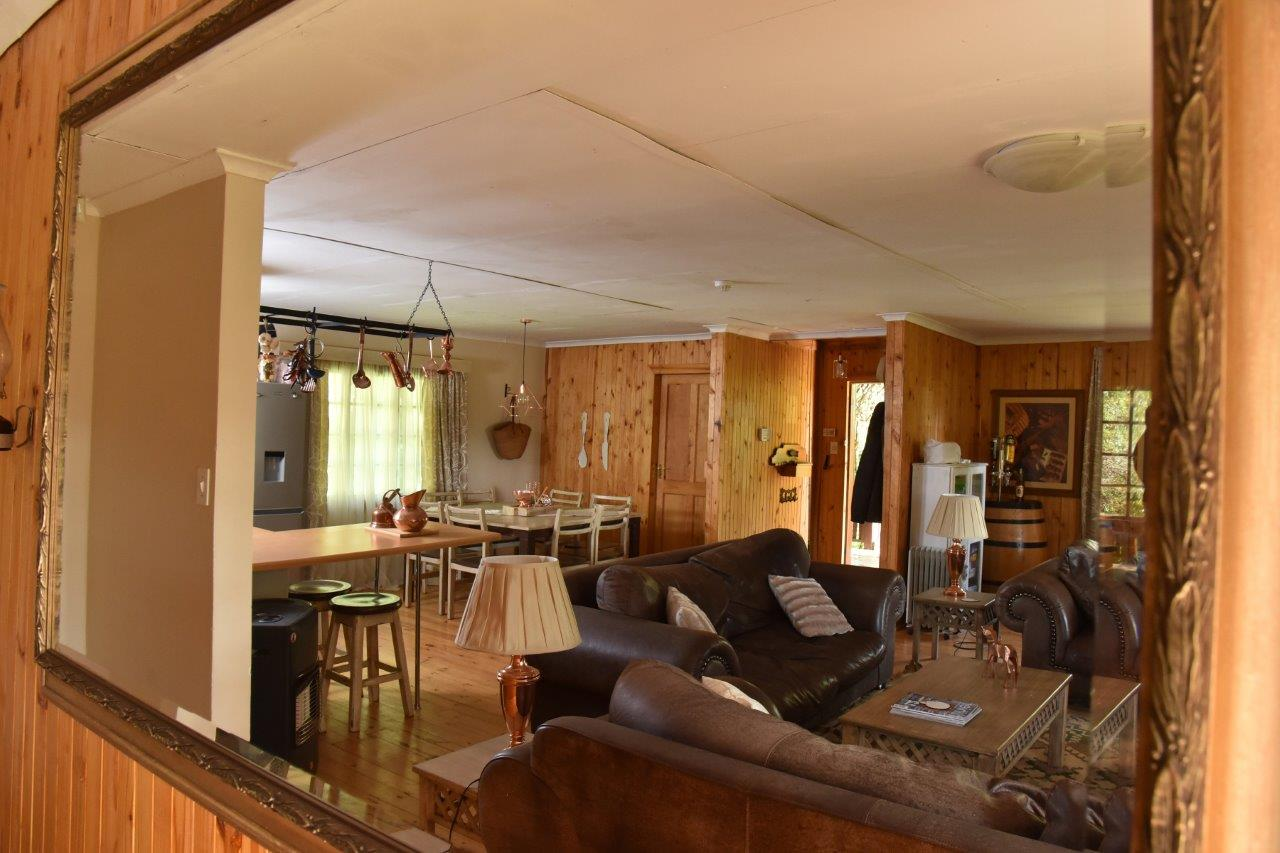 ZH402-Timber_Home_Excellent_Location_Dullstroom__10_