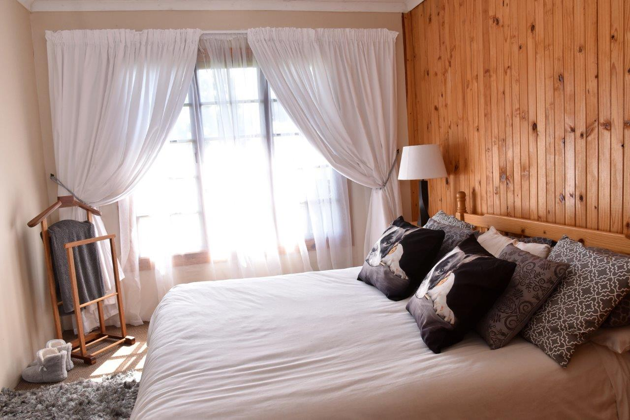 ZH402-Timber_Home_Excellent_Location_Dullstroom__14_
