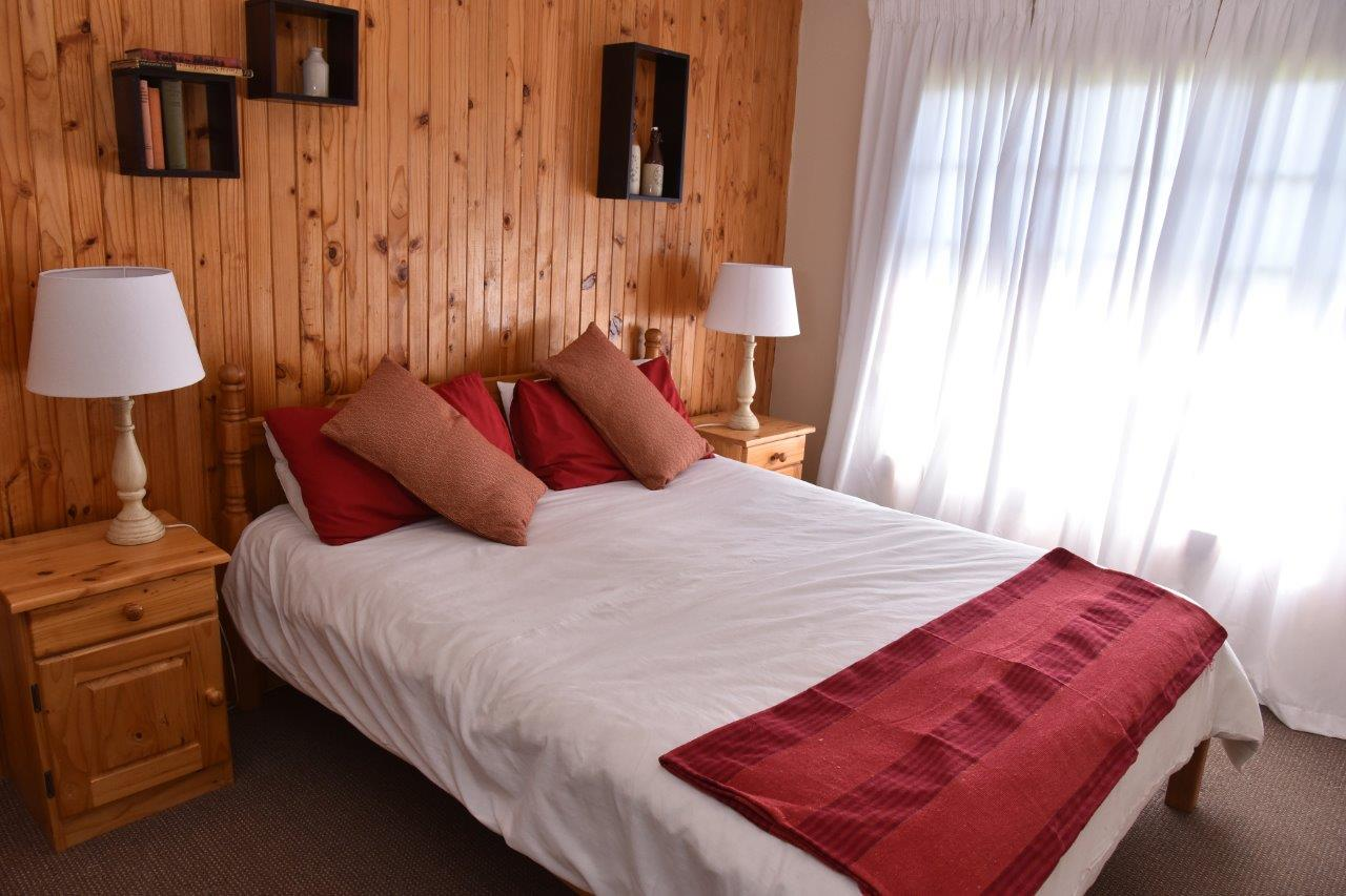ZH402-Timber_Home_Excellent_Location_Dullstroom__21_