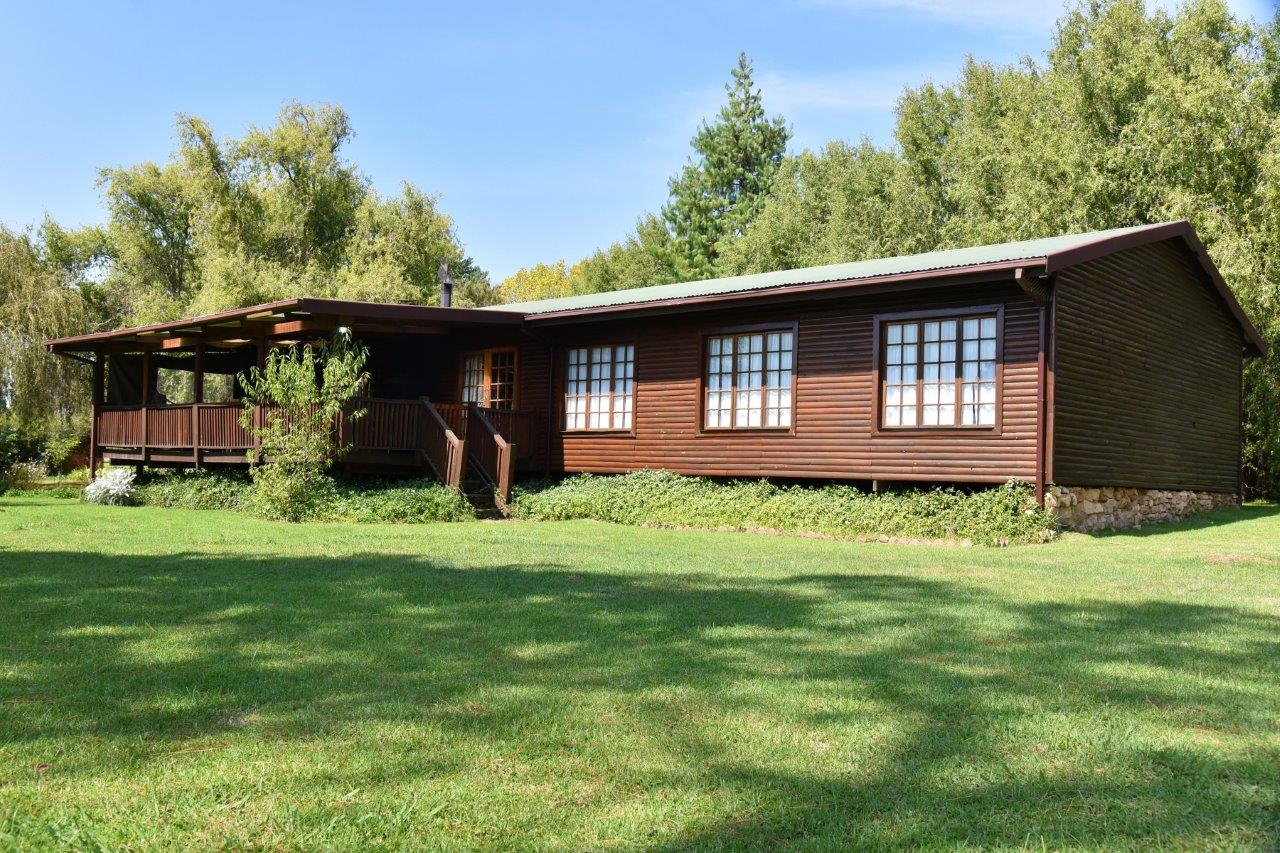 ZH402-Timber_Home_Excellent_Location_Dullstroom__34_