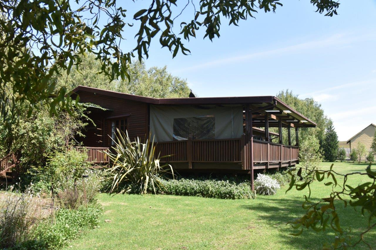 ZH402-Timber_Home_Excellent_Location_Dullstroom__37_