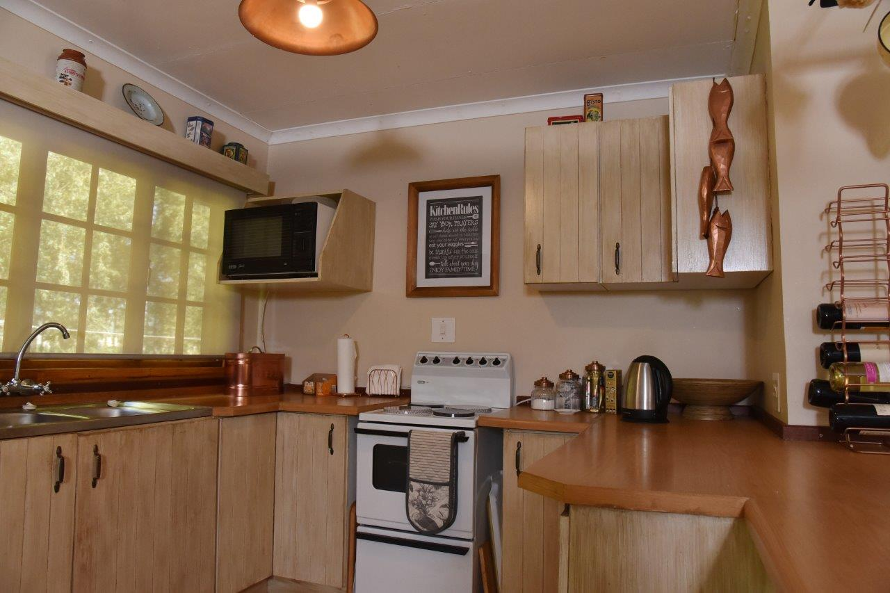 ZH402-Timber_Home_Excellent_Location_Dullstroom__5_