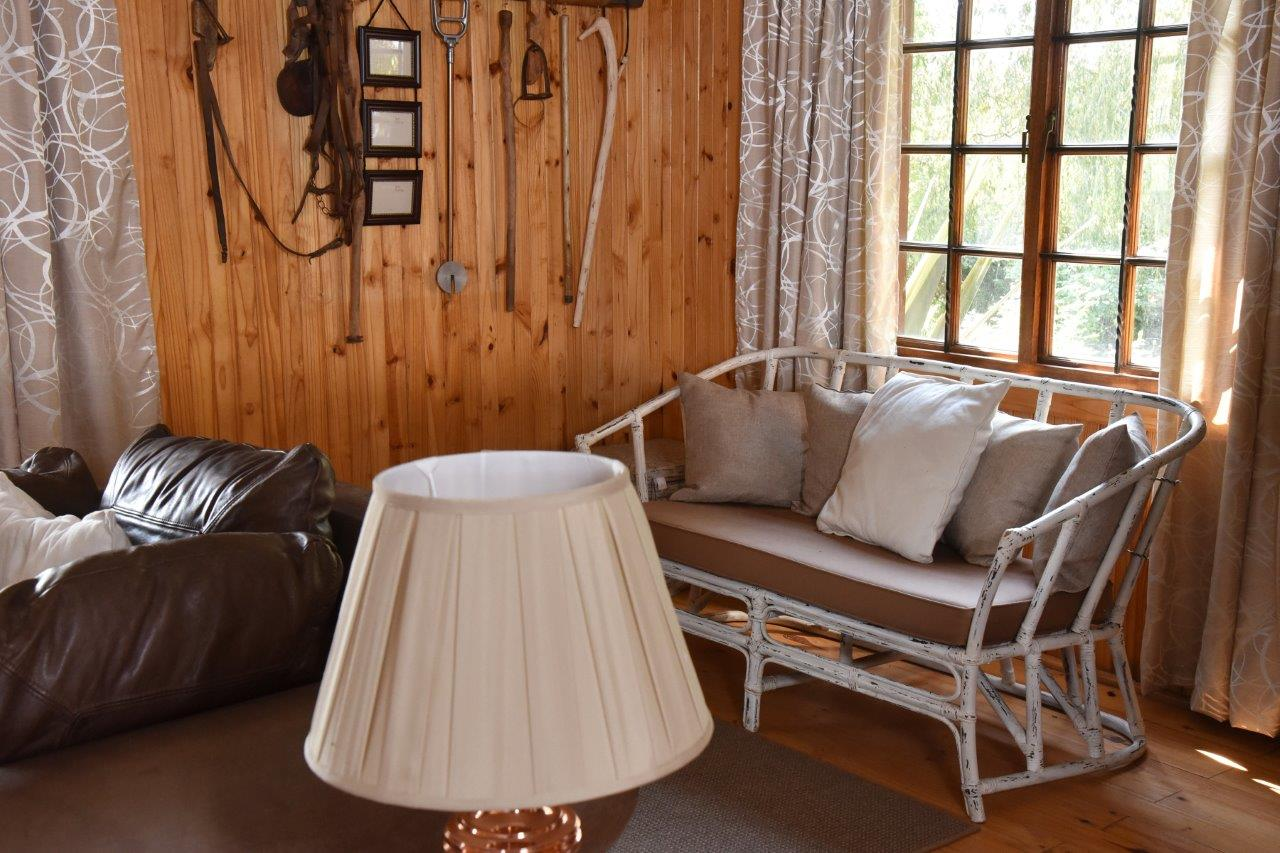 ZH402-Timber_Home_Excellent_Location_Dullstroom__9_