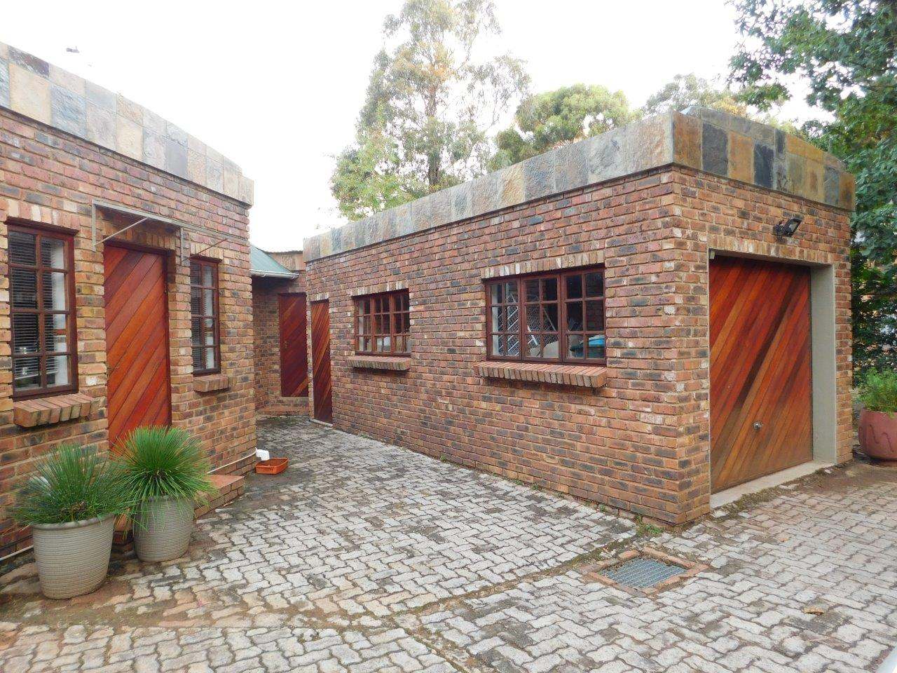 ZH409-Well_located_Dullstroom_Home__14_