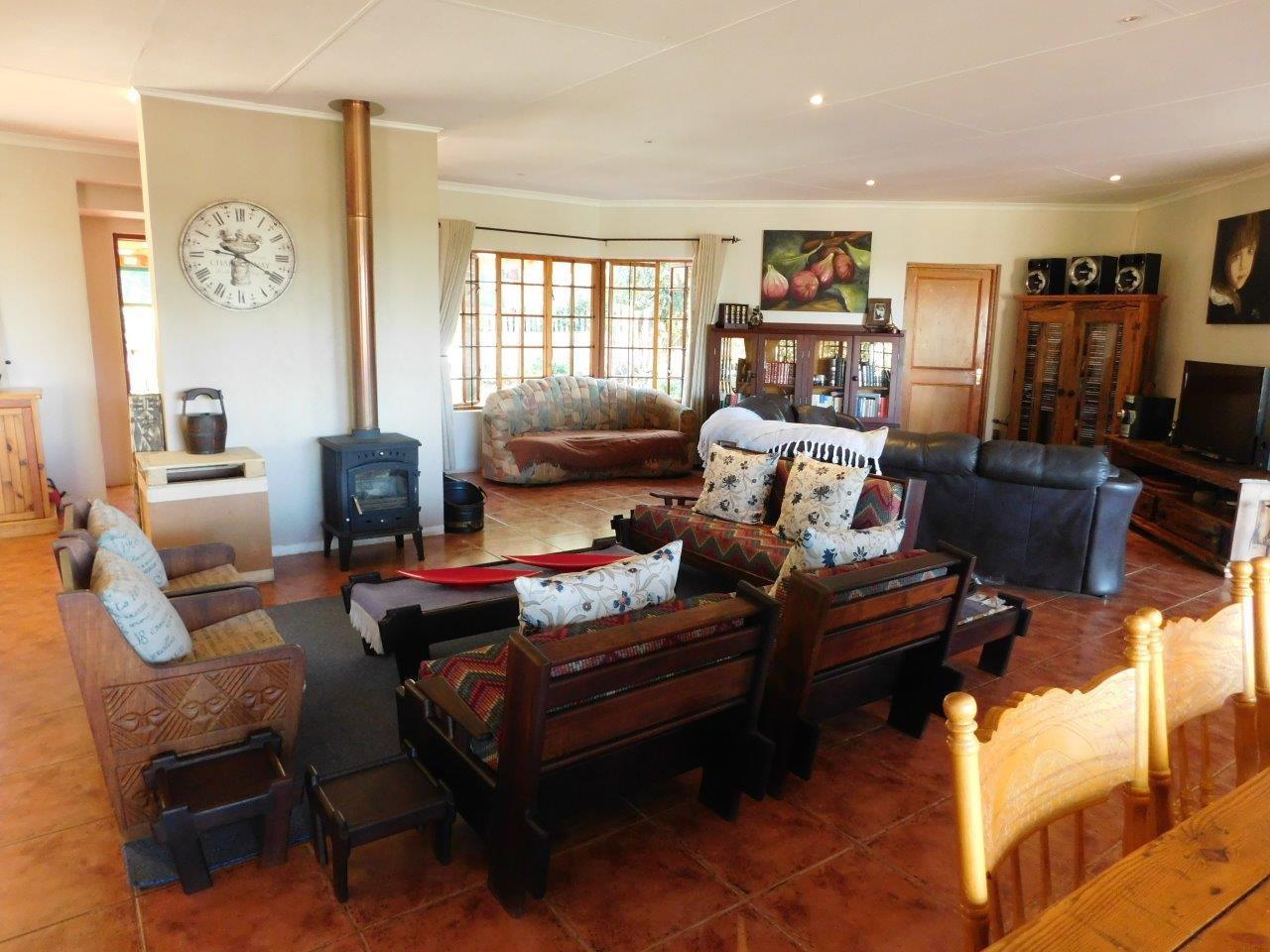ZH409-Well_located_Dullstroom_Home__19_