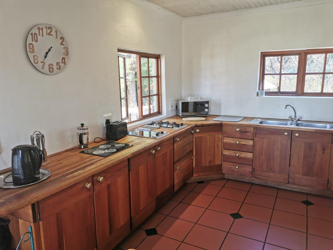 ZH415_-_Upgraded_Cottage_-_Ideal_Location__26_