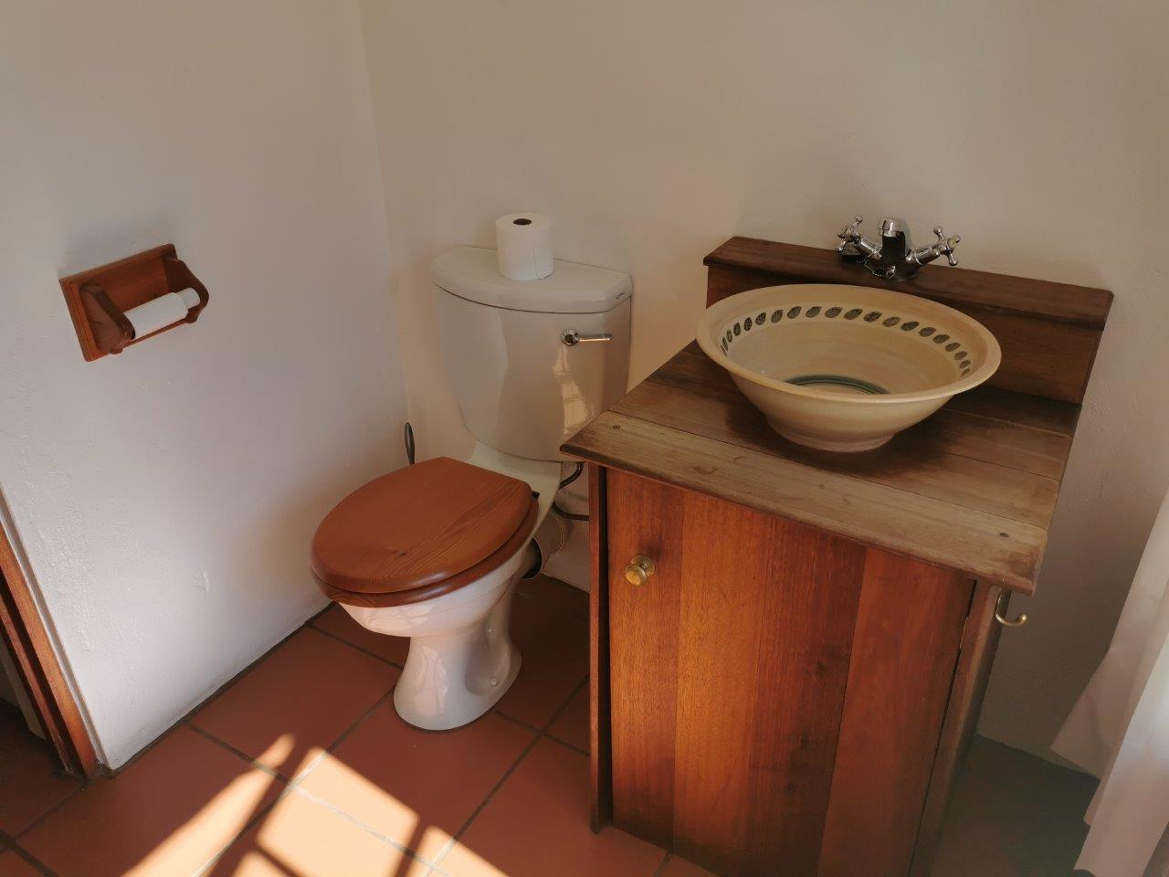 ZH415_-_Upgraded_Cottage_-_Ideal_Location__40_