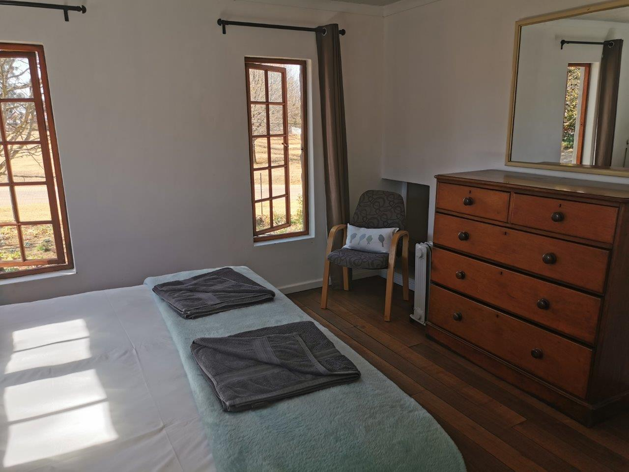 ZH415_-_Upgraded_Cottage_-_Ideal_Location__47_