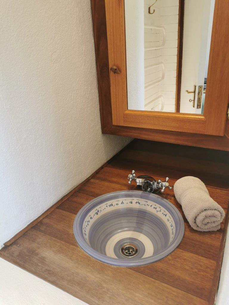 ZH415_-_Upgraded_Cottage_-_Ideal_Location__49_