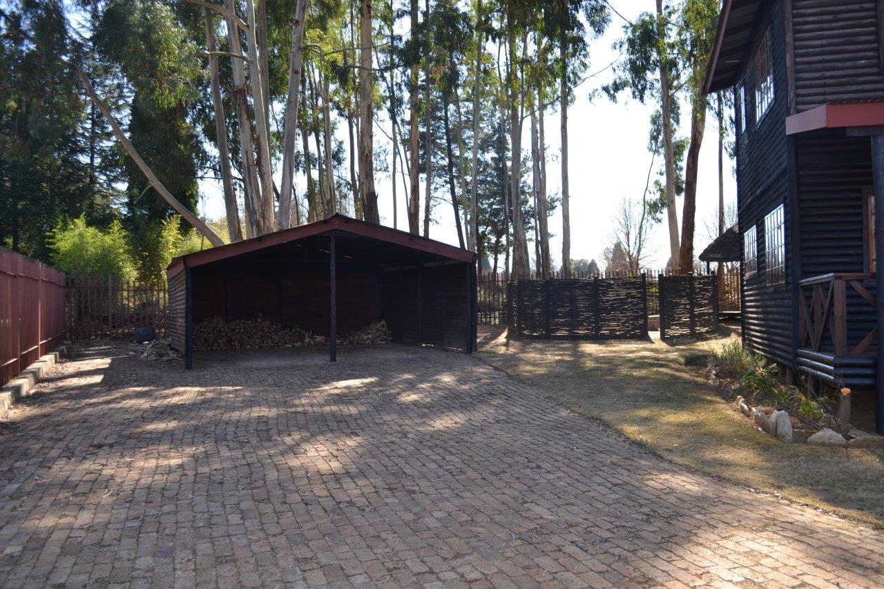 ZH416_-_Wooden_House_In_Dullstroom__2_