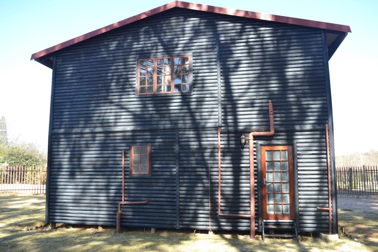 ZH416_-_Wooden_House_In_Dullstroom__7_