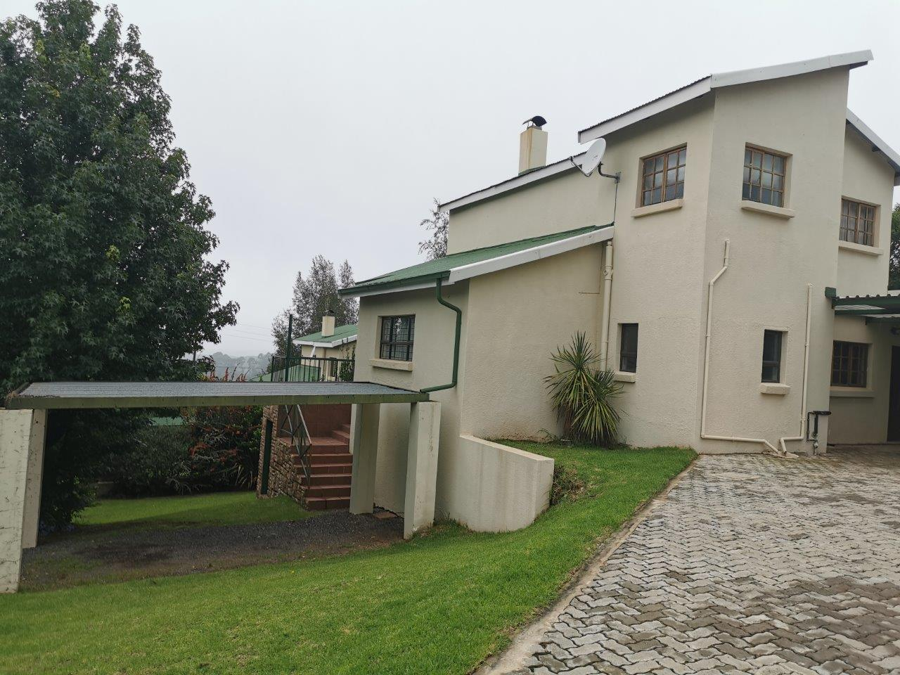 ZH427_-_Dullstroom_Home_with_views__53_