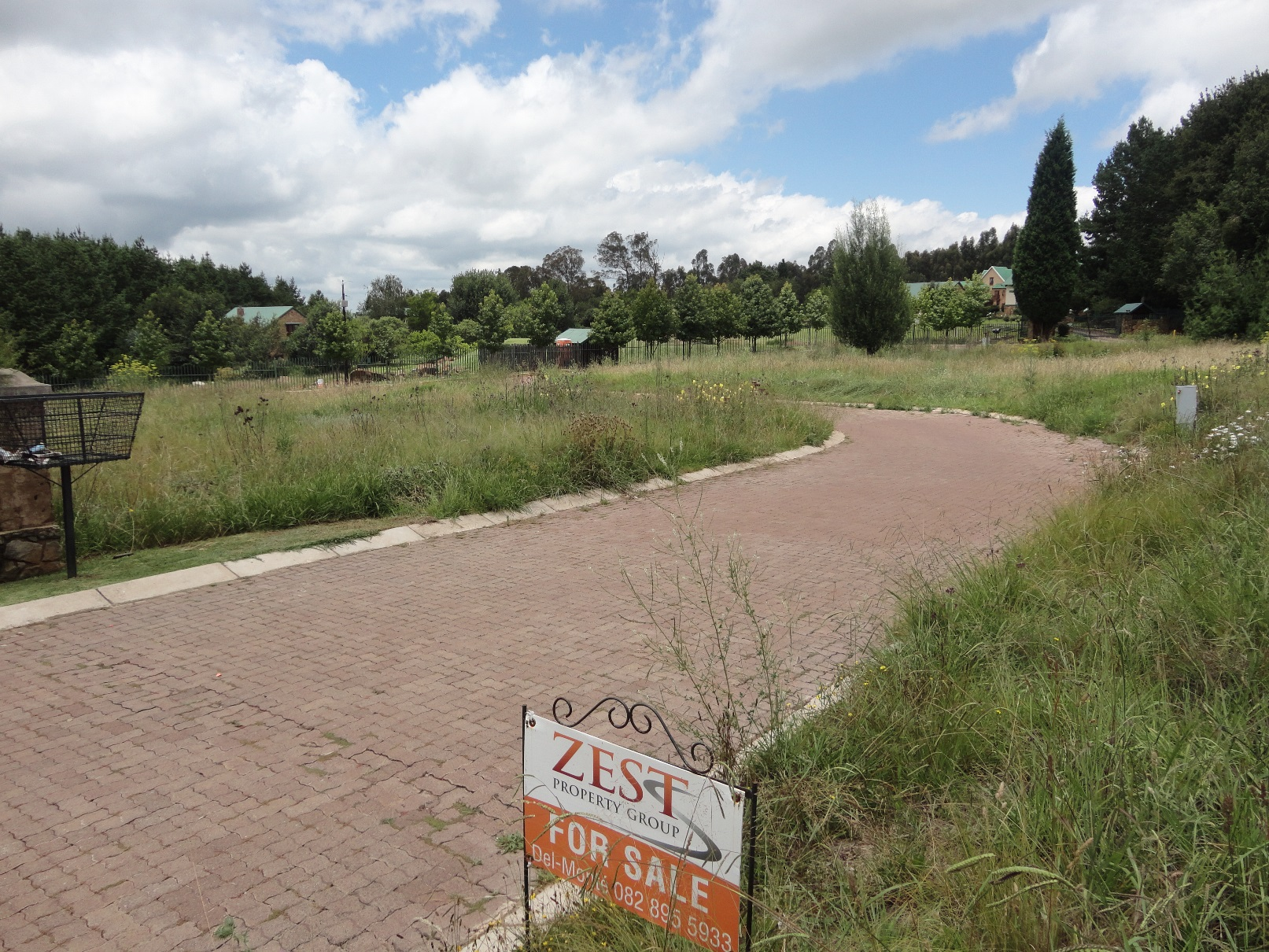 ZS205_-_Stand_for_Sale_in_Dullstroom__5_